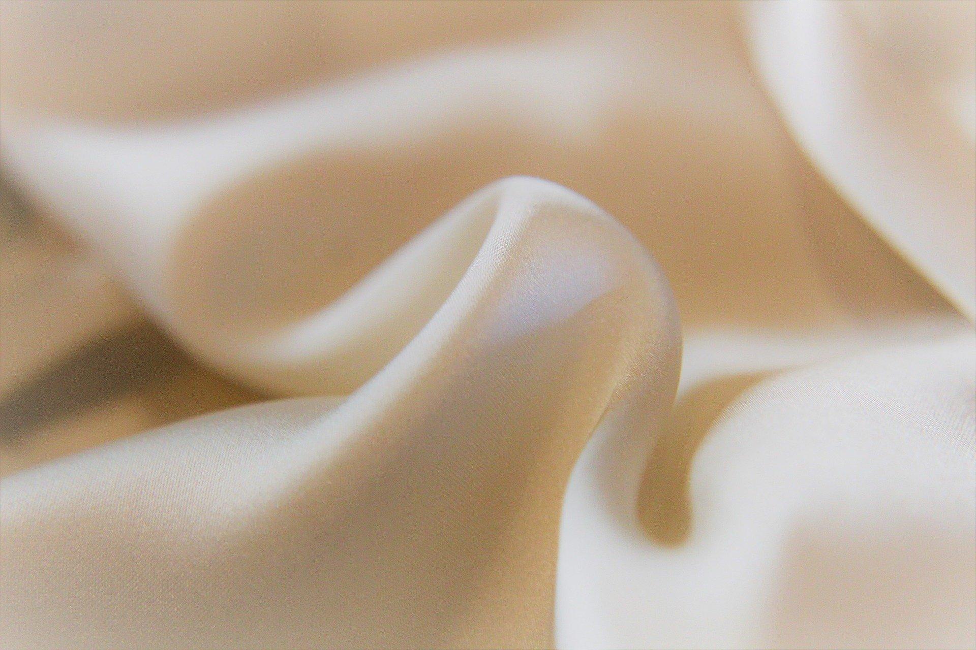 silk-4916174_1920